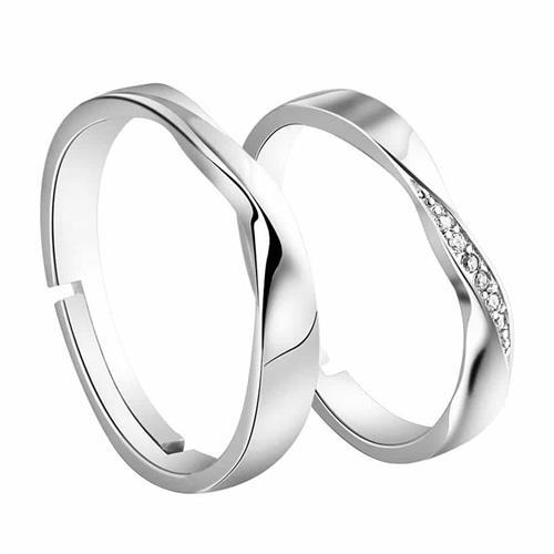 Zeni forlovelse eller vielsesring.